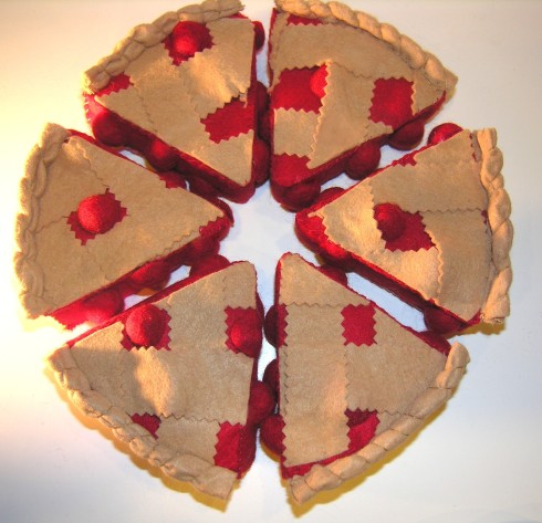 Can She Bake a Cherry Pie? - Free Felt Food Tutorial Cherry Pie - American Felt and Craft Tons of free felt craft tutorials!!!