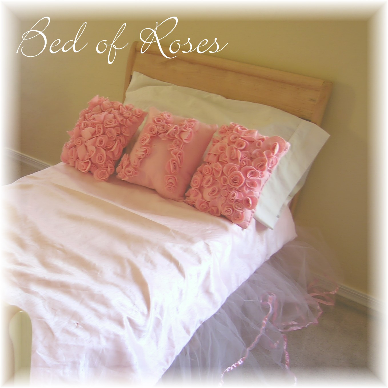 Bed of roses, sweet little rose accent pillows ~American Felt & Craft ~ Blog