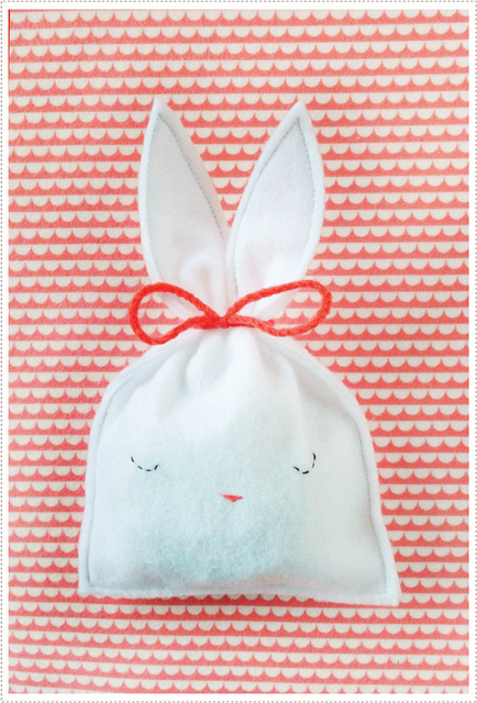 Easy Felt Craft Easter bunny pouch Spring 2012