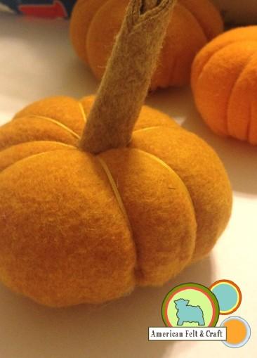 felt pumpkin DIY