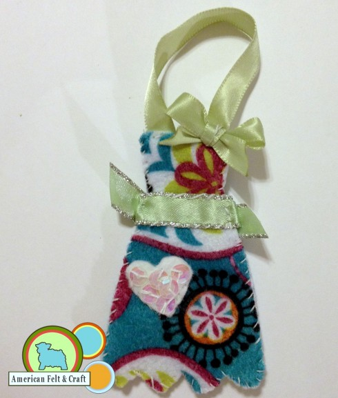 Domestic Bliss - Felt Ornament- Happy Hostess Apron. American Felt and Craft The Blog.