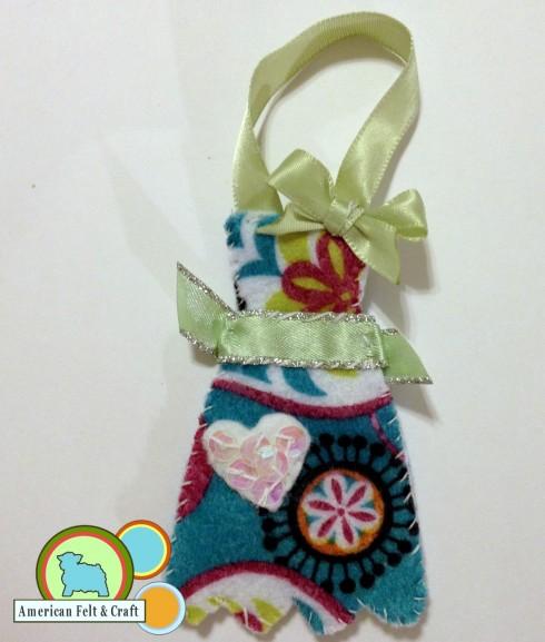 Domestic Bliss - Felt Ornament- Happy Hostess Apron. American Felt and Craft The Blog.