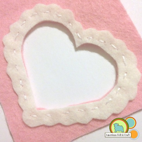 Scalloped felt heart - V-day Felt craft