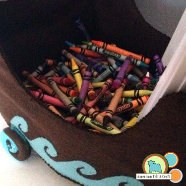 Thanksgiving Crafts - Crayon Mayflower