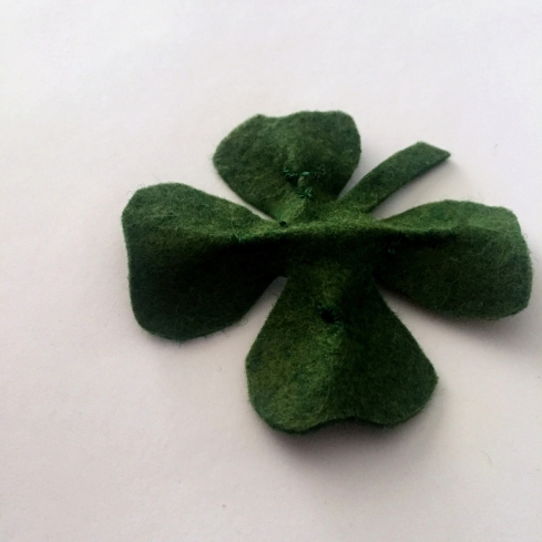 How to make a four leaf clover from felt