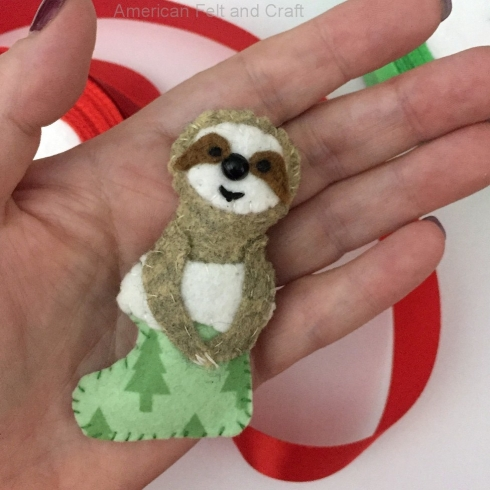Sewing tutorial: Felt sloth Christmas ornament with free pattern