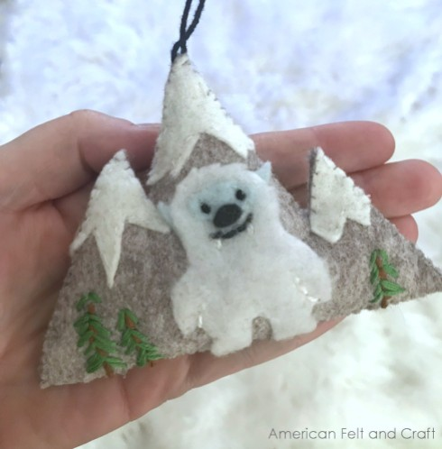 Free pattern: Yeti Christmas Ornament