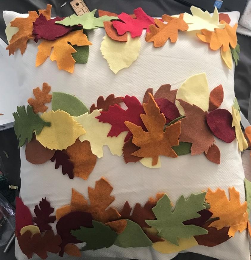 make a felt leaf pillow